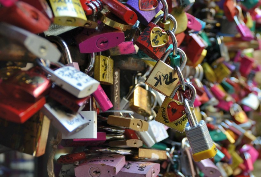 romeo and juliet in verona italy, juliet's balcony, locks of love,
