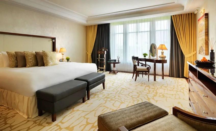 luxury hotel in dusseldorf, breidenbacher hof, capella hotel, capella suite
