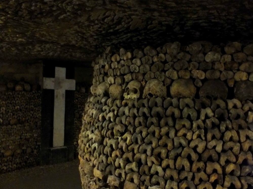 most haunted places in europe, paris catacombs