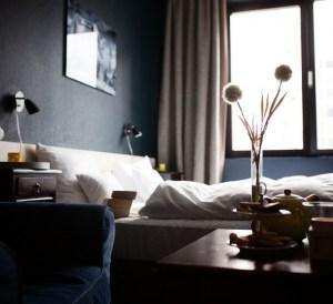 good hotel bed, hotel travel tips, hotel price hacks