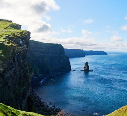 cliffs of moher tour in summer