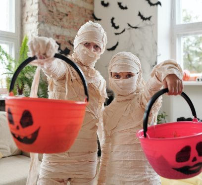 halloween costume, mummies, trick or treat 2020