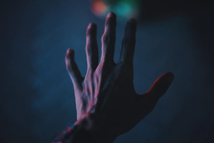 hand low light photography