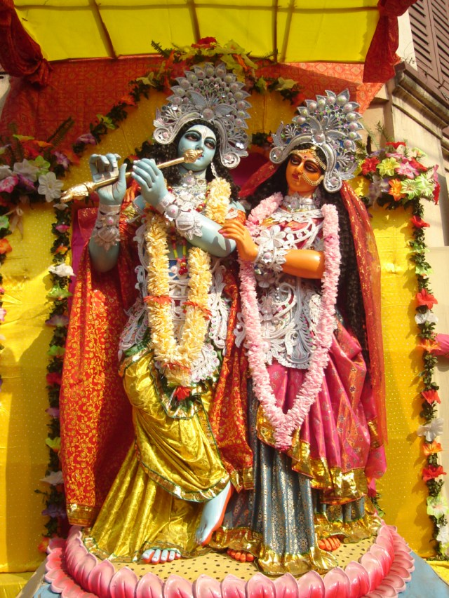 Fluid Masculinity: The case of Krishna   The Familiar Strange