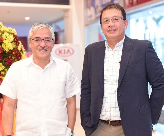 (L-R) Araneta Group management consultant Rowell Recinto and Atty. Aris Batuhan, president and CEO of MVP Kia Araneta Center