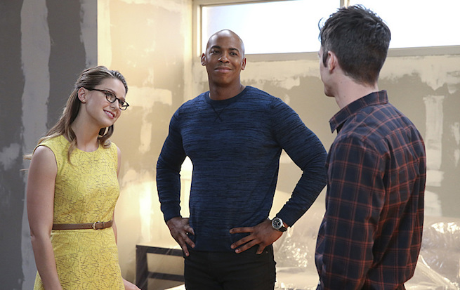 """""""Worlds Finest"""" -- Kara (Melissa Benoist, left) gains a new ally when the lightning-fast superhero The Flash (Grant Gustin, right) suddenly appears from an alternate universe and helps Kara battle Siobhan, aka Silver Banshee, and Livewire in exchange for her help in finding a way to return him home, on SUPERGIRL, Monday, March 28 (8:00-9:00 PM, ET/PT) on the CBS Television Network. Also pictured: Mehcad Brooks (center) Photo: Michael Yarish/Warner Bros. Entertainment Inc. © 2016 WBEI. All rights reserved."""
