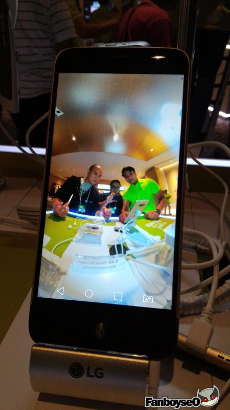 closer look at LG G5 smartphone