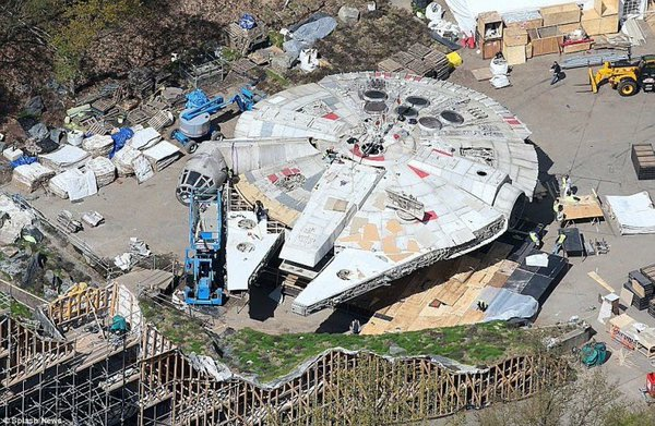 star-wars-episode-viii-millennium-falcon-b