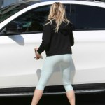 Chloe grace moretz yoga pants
