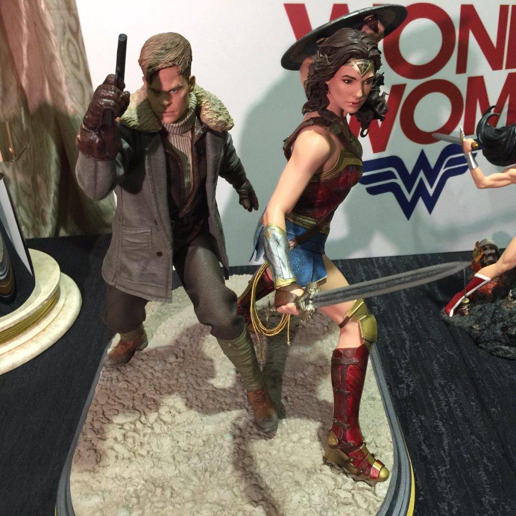 DC Collectibles Wonder Woman Statue Gal Gadot Chris Pine (4)
