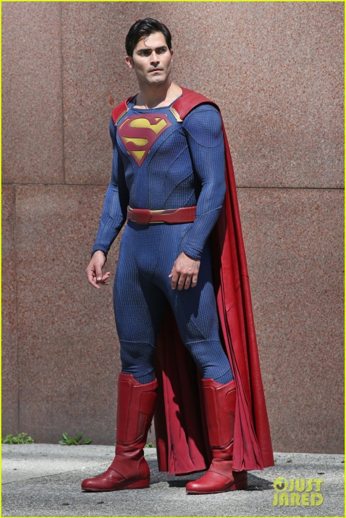 tyler-hoechlin-saves-day-on-supergirl-as-superman-filming-06