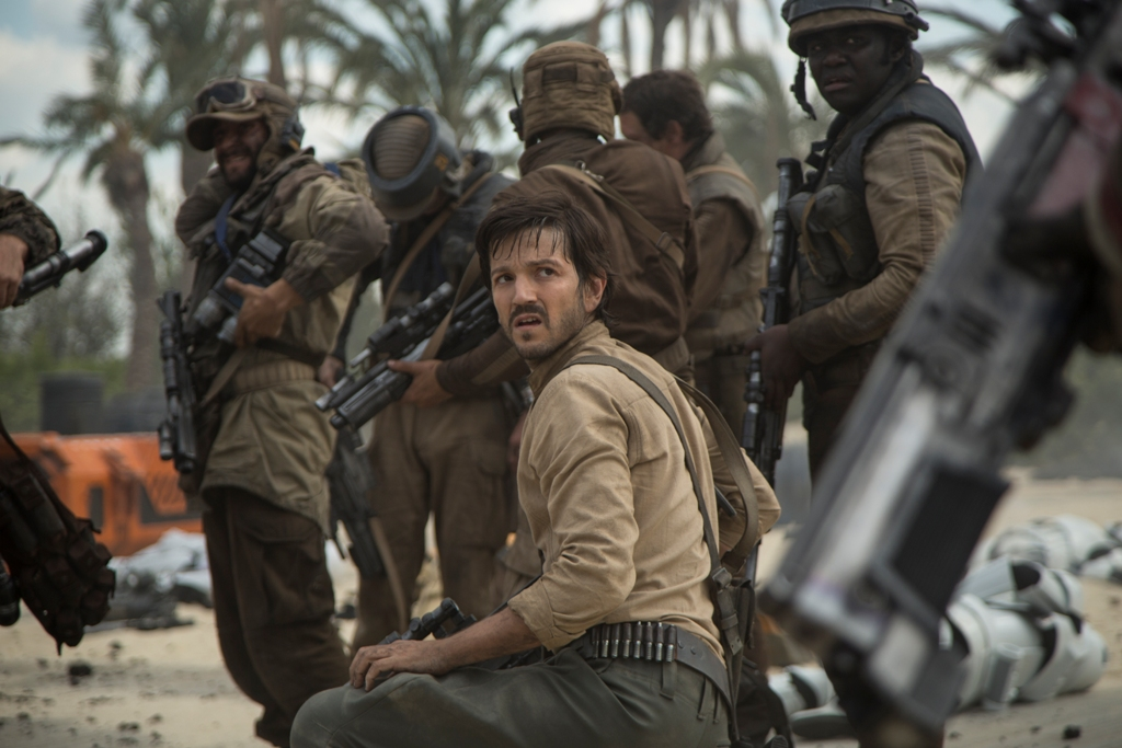 Rogue One: A Star Wars Story Cassian Andor (Diego Luna) Ph: Jonathan Olley ©Lucasfilm LFL 2016.