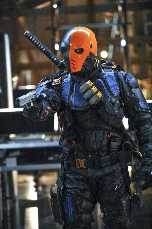 """Arrow -- """"The Man Under the Hood"""" -- Image AR219a_0239b -- Pictured: Manu Bennett as Deathstroke -- Photo: Alan Zenuk/The CW -- © 2014 The CW Network, LLC. All Rights Reserved."""
