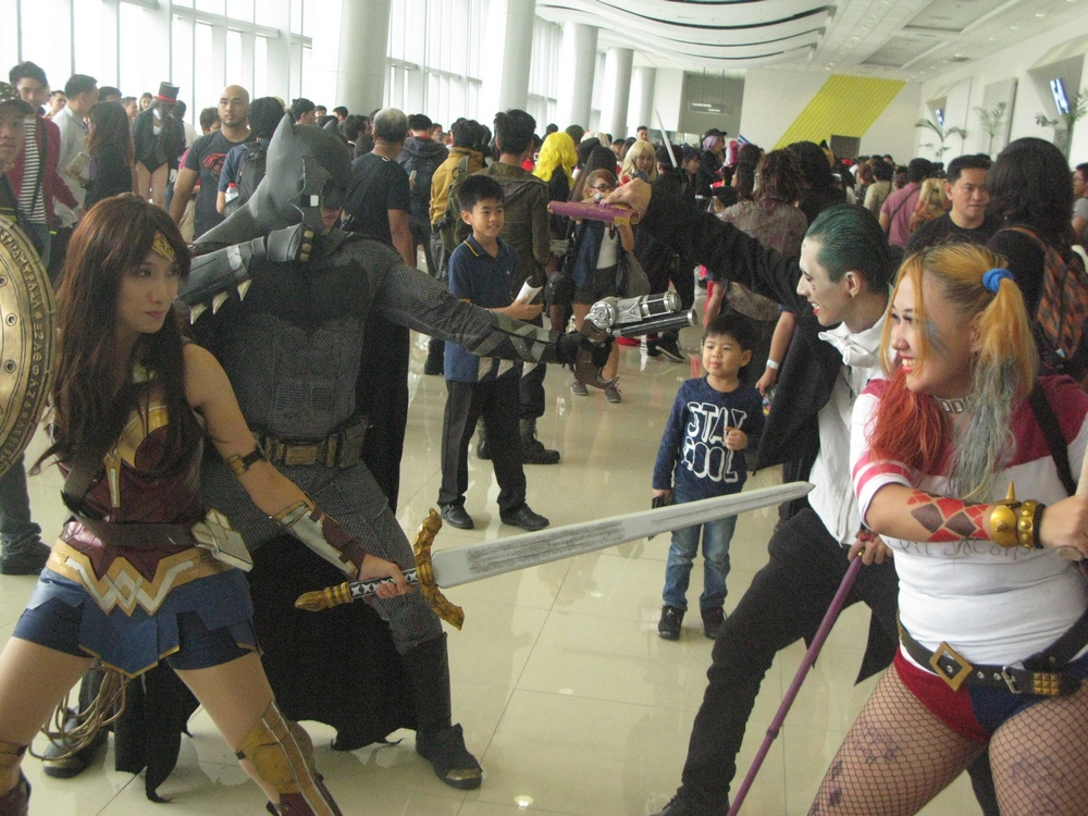 asiapop comicon 2016 cosplay batman wonder woman vs joker harley quinn