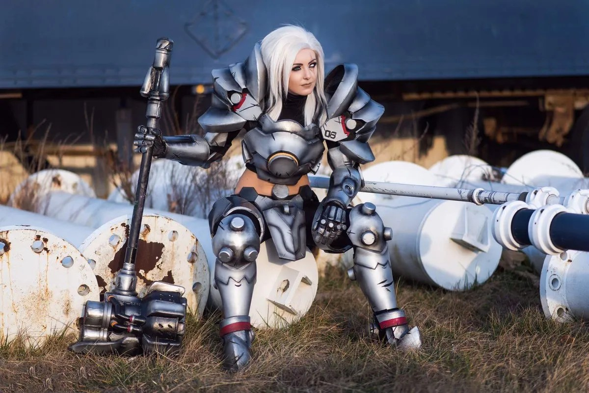 reinhardt cosplay by jessica nigri