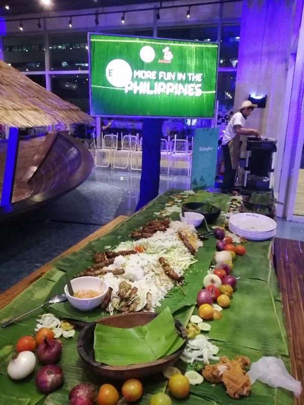 eats more fun in the philippines jolibee
