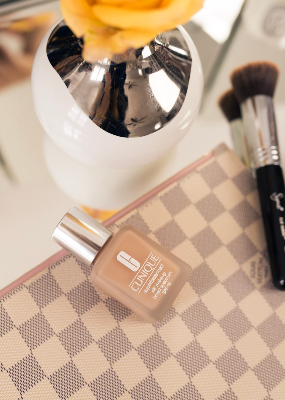 clinique-superbalanced-foundation-review-fancy-things