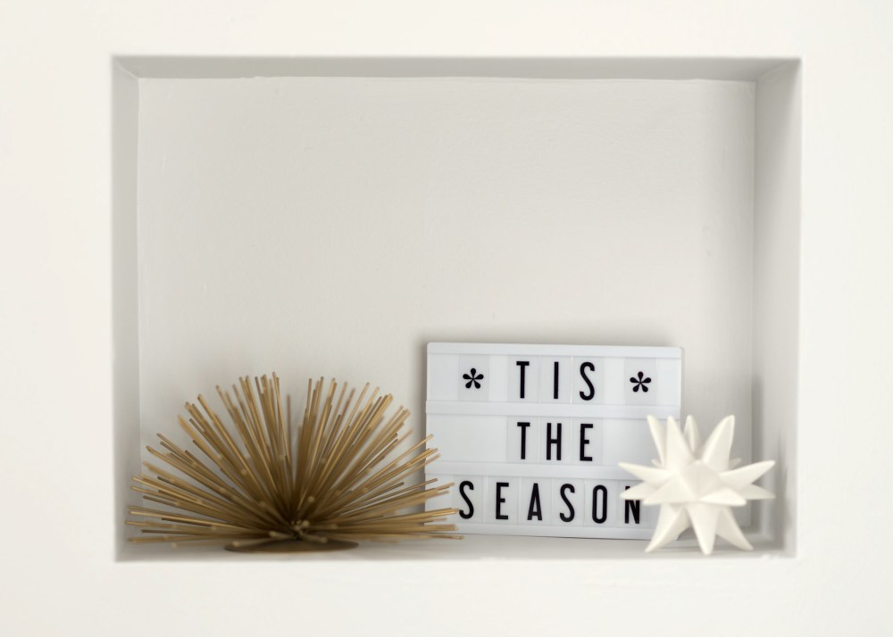 bookcase-shelf-decorations-fancy-things