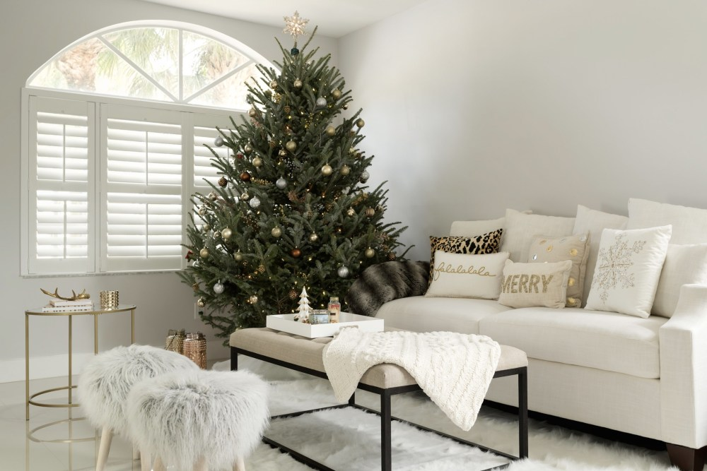 neutral-holiday-decor-living-room-fancy-things-home-tour