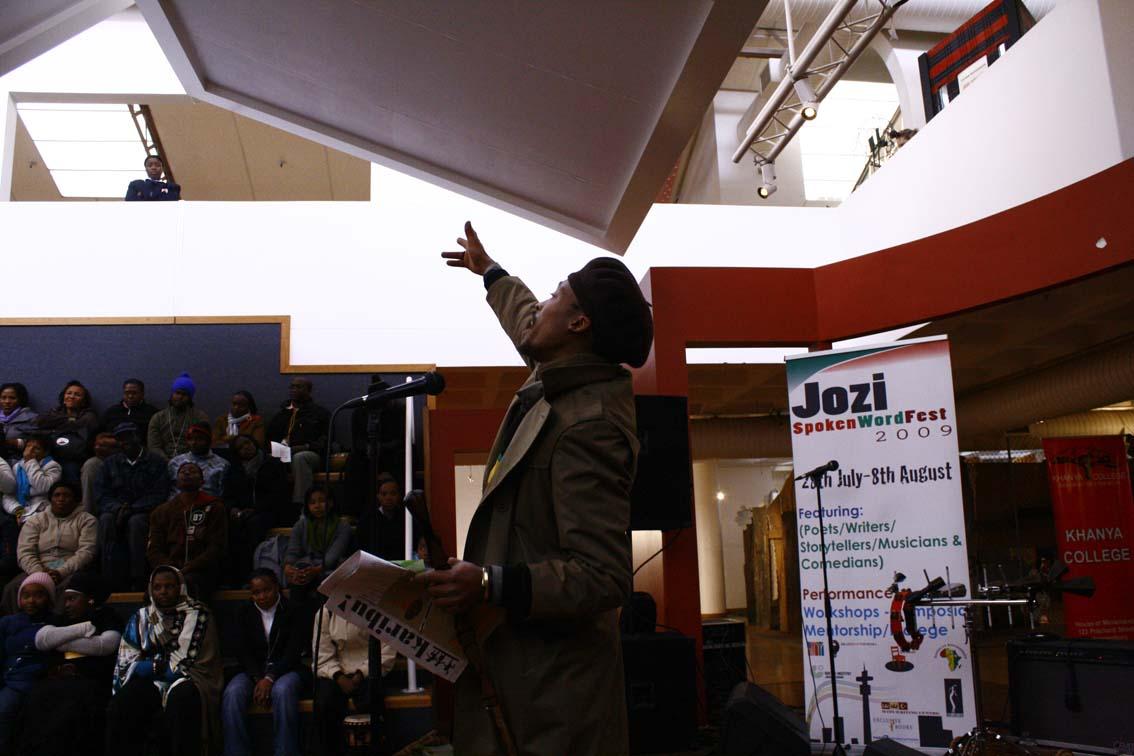 Ras Zee spitting overstanding at the Jozi Spoken Word Fest 2009