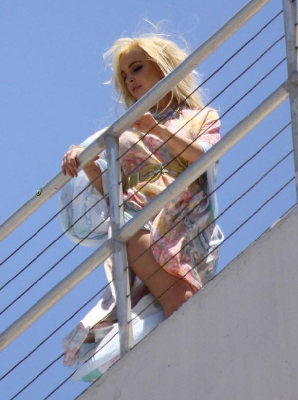 Lindsay Lohan upskirt 004