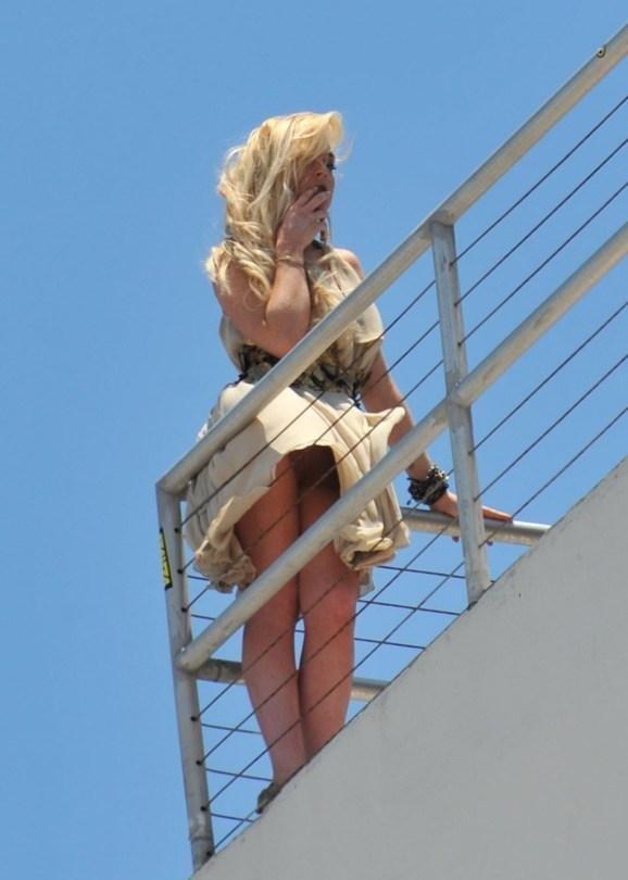 Lindsay Lohan upskirt 010