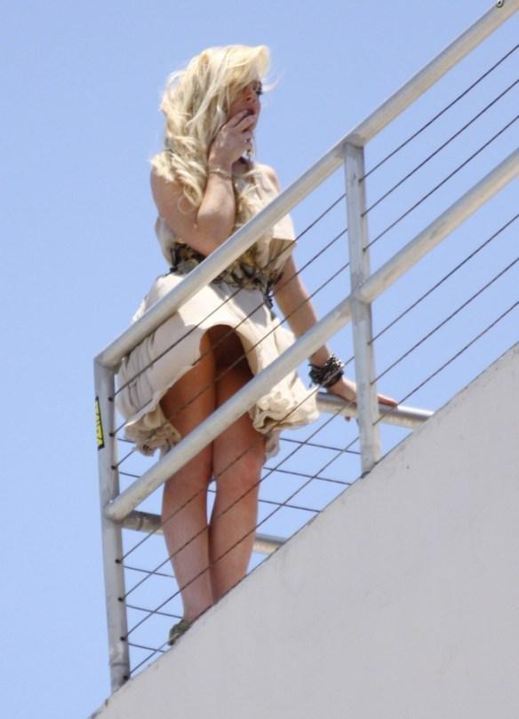 Lindsay Lohan upskirt 011