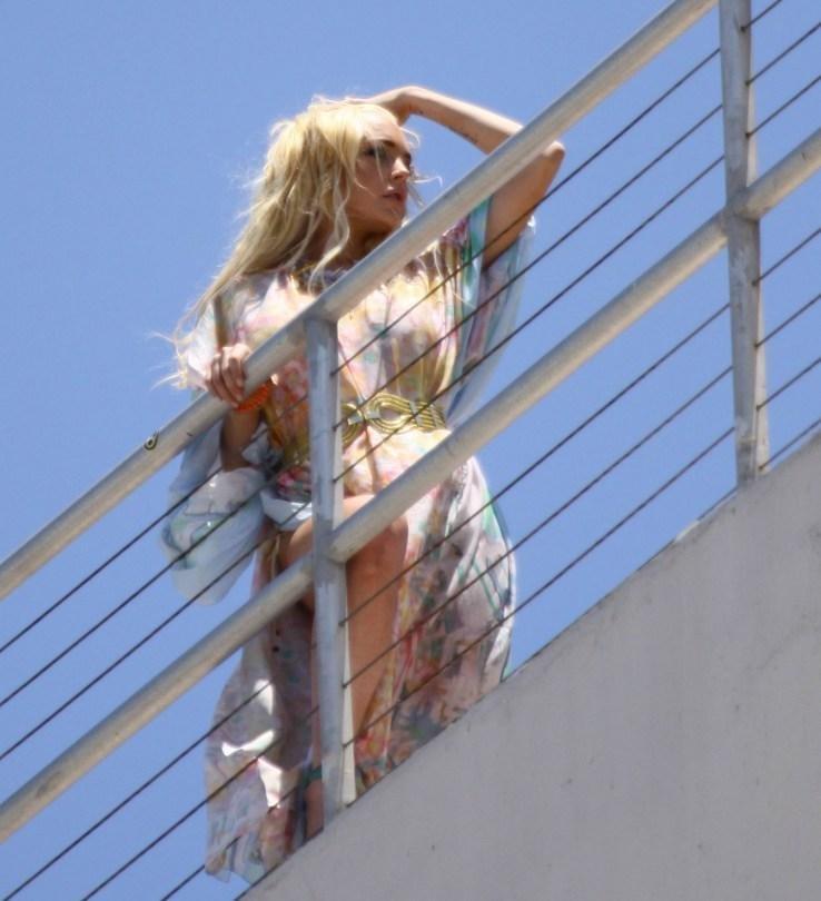 Lindsay Lohan upskirt 012