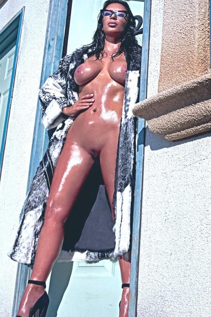 Kim Kardashian Naked 01