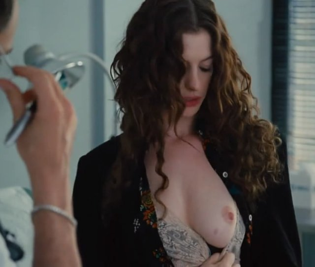 Anne Hathaway Topless 01