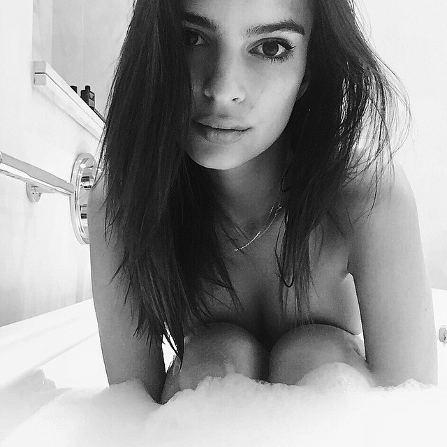 Emily-Ratajkowski-Naked