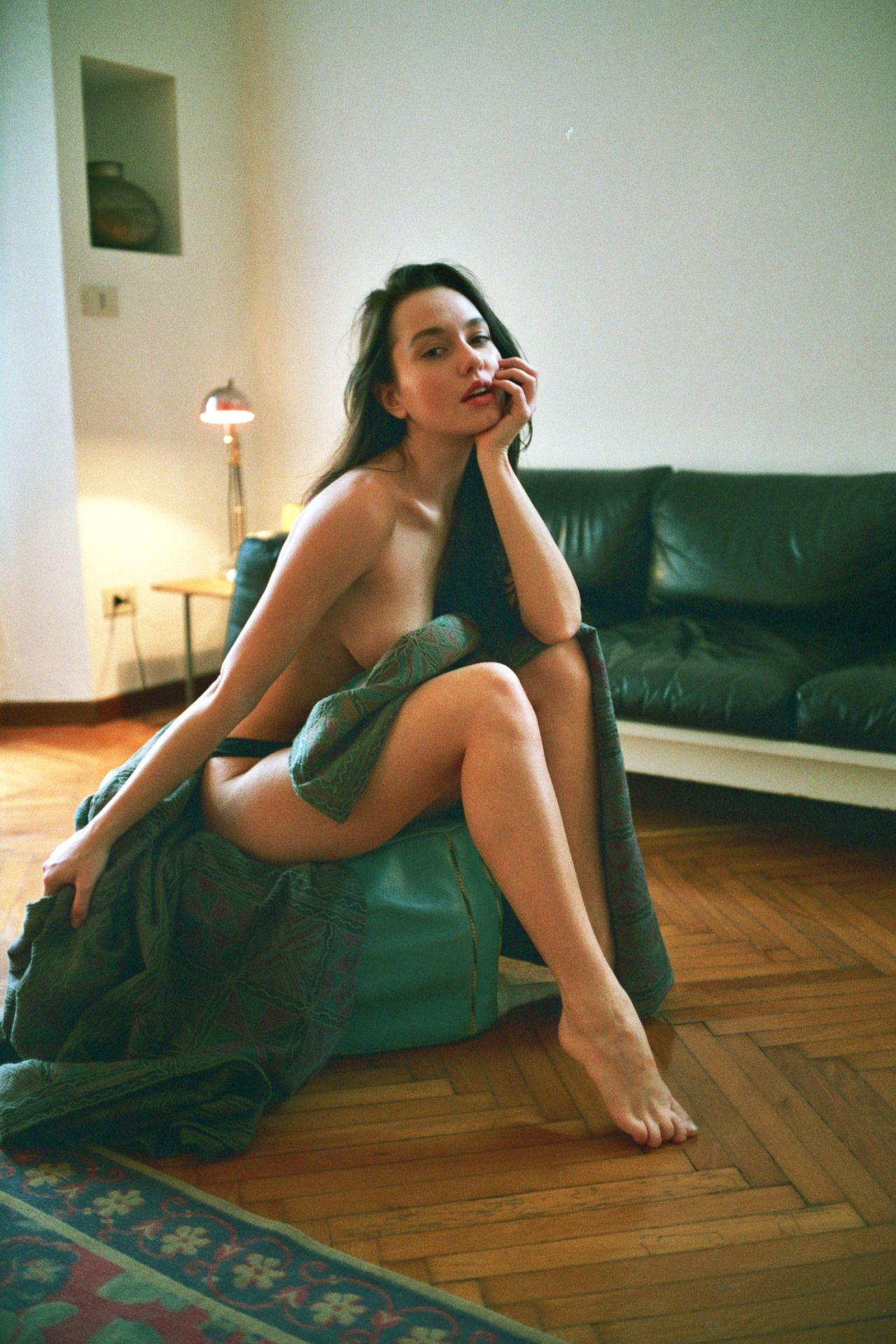 Valeria-Semushina-Topless-1-4
