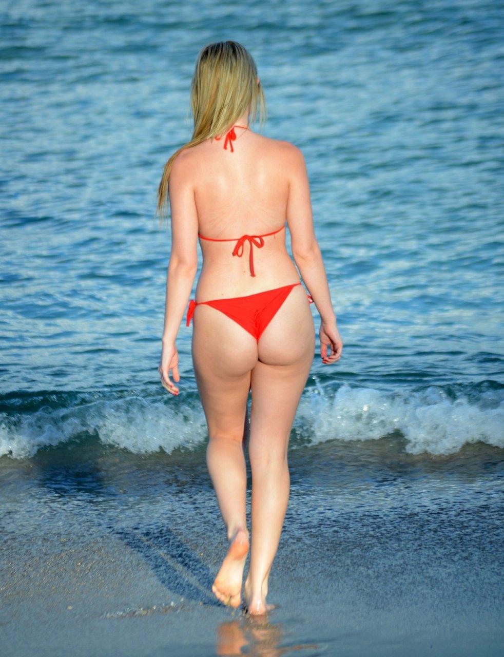 Rachel-Sanders-in-a-Bikini-8