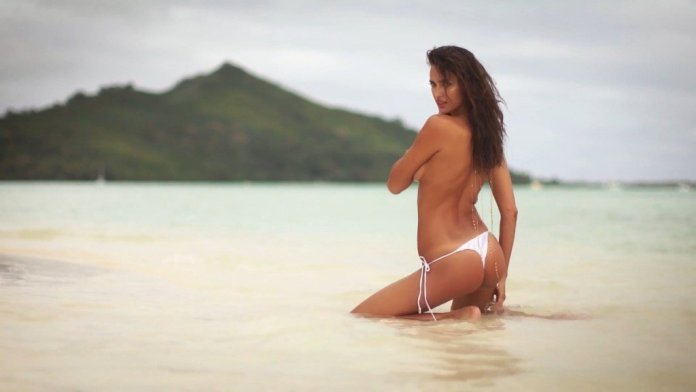 Irina-Shayk-Sexy-Topless-Irresistible-39
