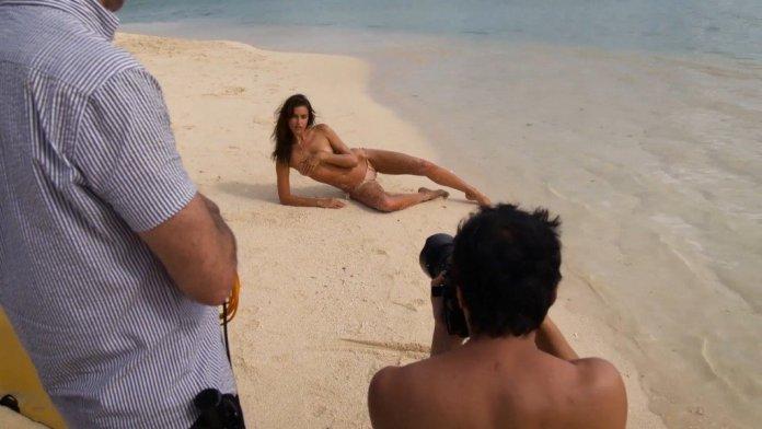 Irina-Shayk-Sexy-Topless-Uncovered-15