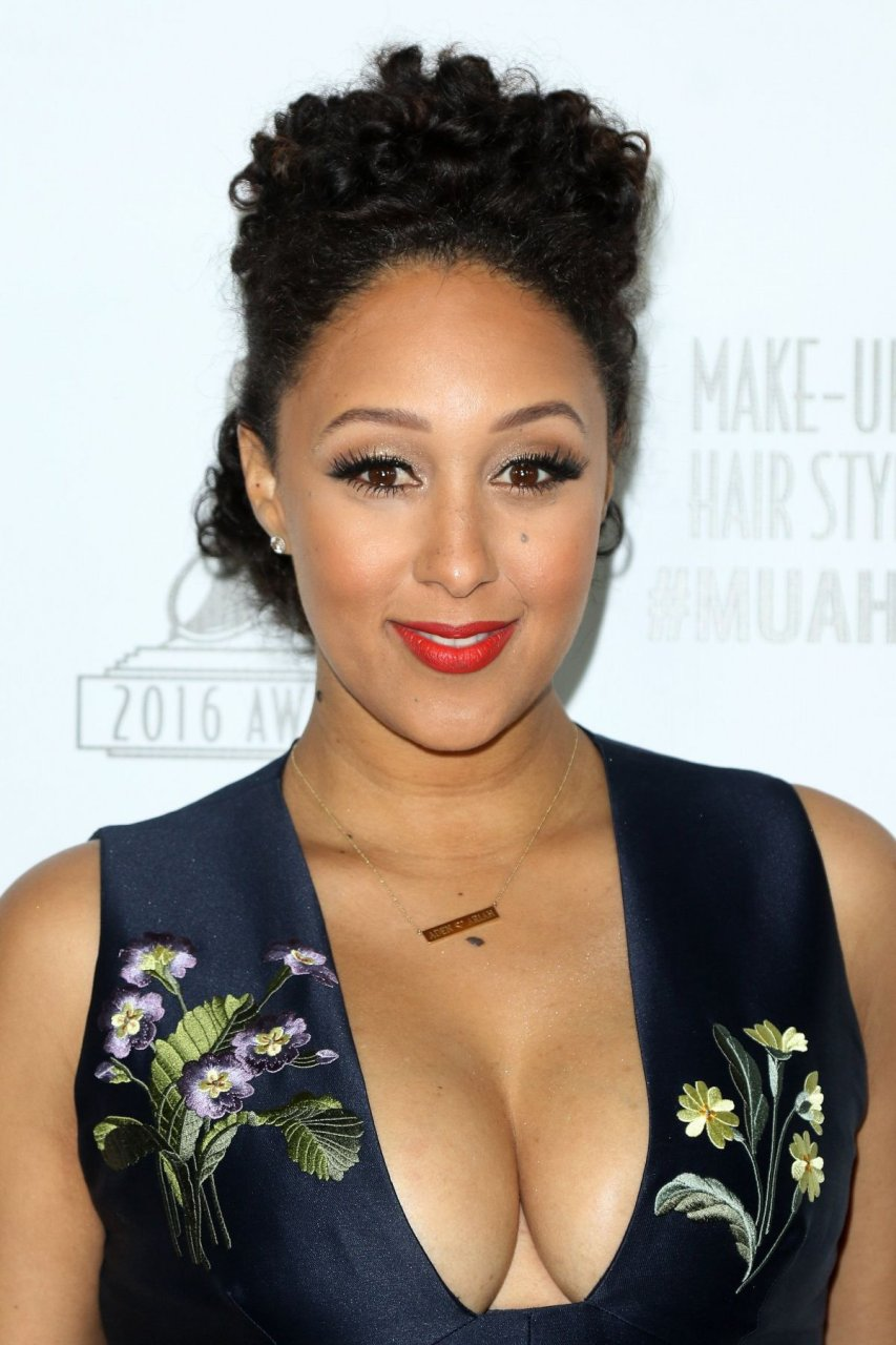 Tamera Mowry Cleavage (11 Photos) #thefappening