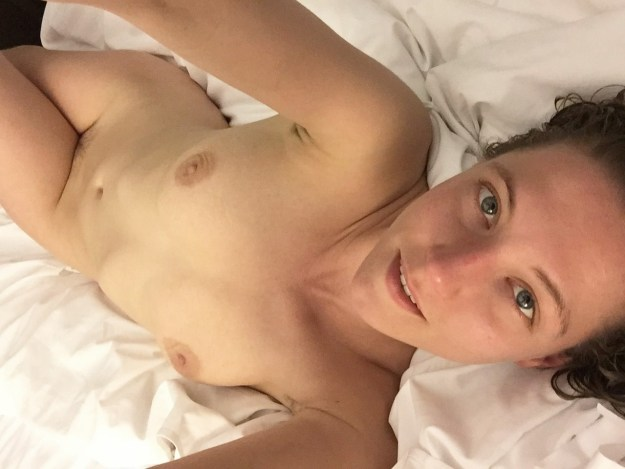 Actress Caitlin Gerard nude selfies leaked from hacked iCloud by The Fappening