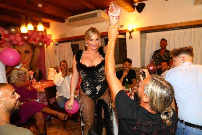 Francesca Cipriani Cleavage 3