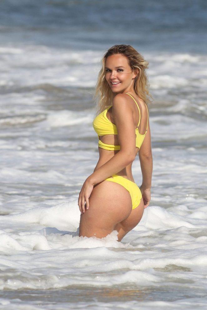 Dasha Inyutkina Bikini 4
