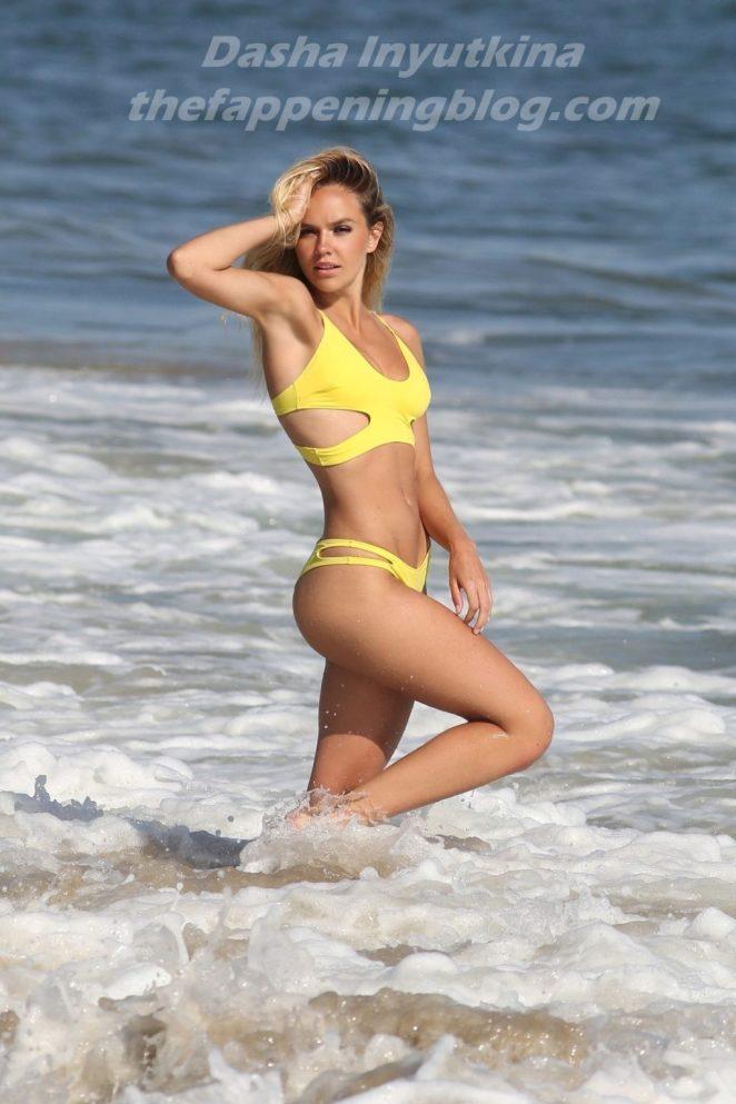 Dasha Inyutkina Bikini 5