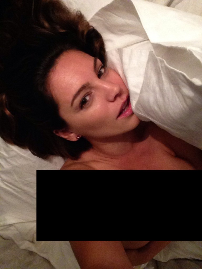 Kelly Brook Naked (2 Photos)