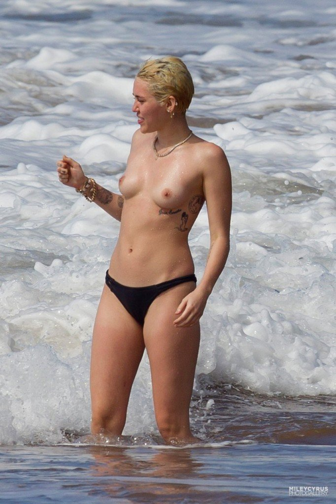 Miley Cyrus Naked (37 New Photos)