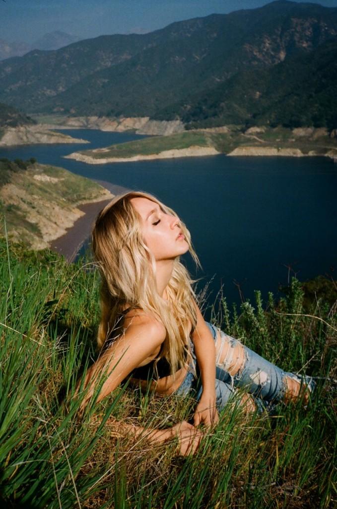 Darth Heather Topless (16 Photos)