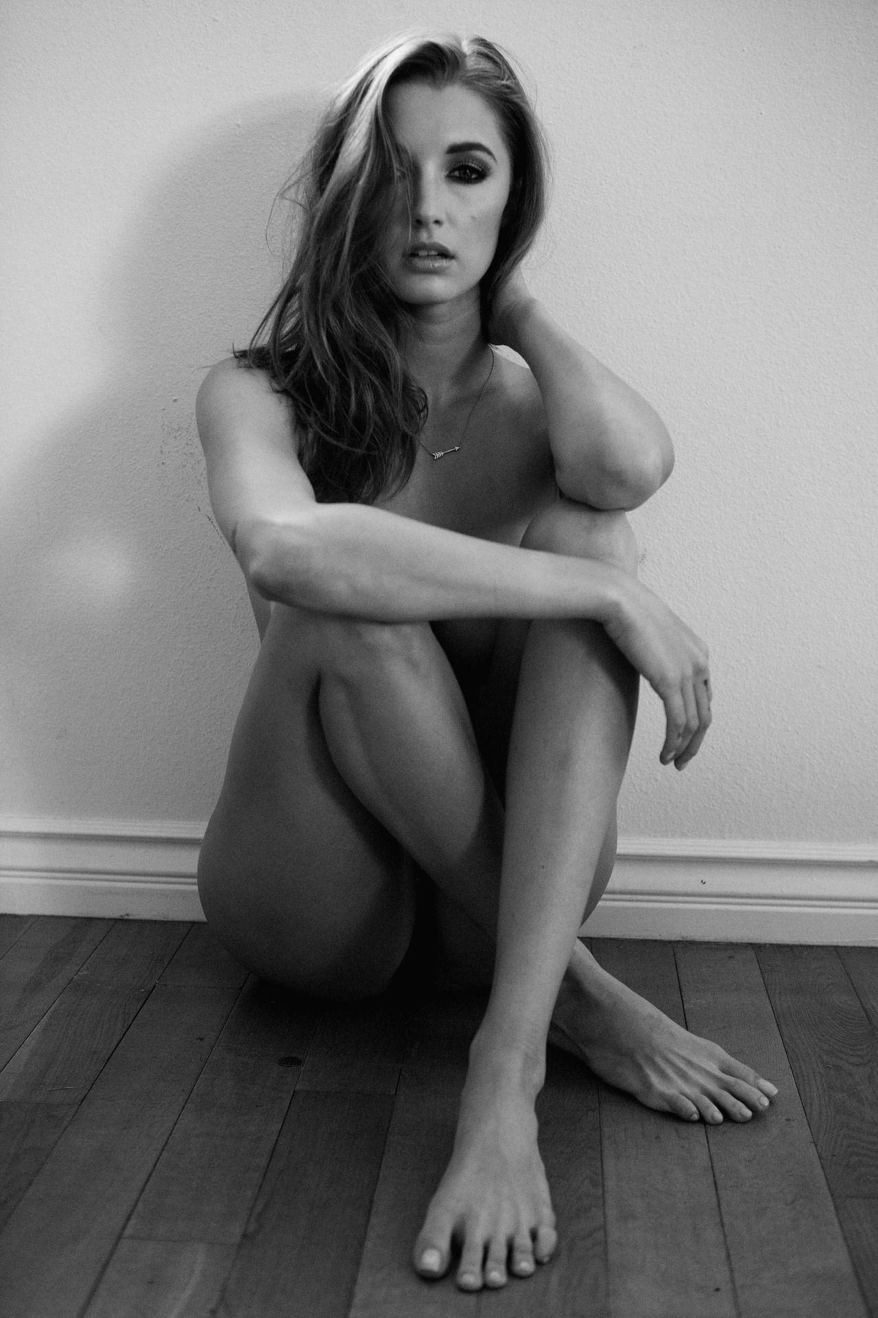 Alyssa Arce Topless (7 Photos)