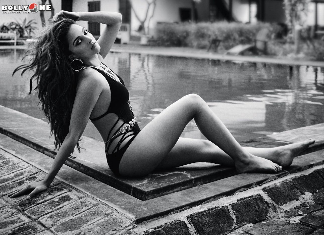 Kiara Advani Sexy (3 Photos)