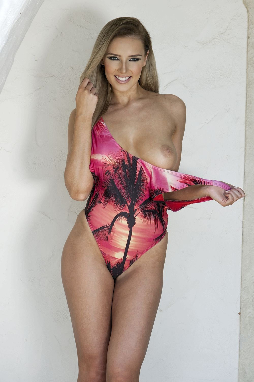 Lissy Cunningham Topless (3 Sexy Photos)