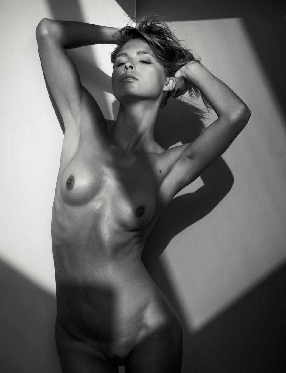 Marisa Papen Nude (10 Photos)