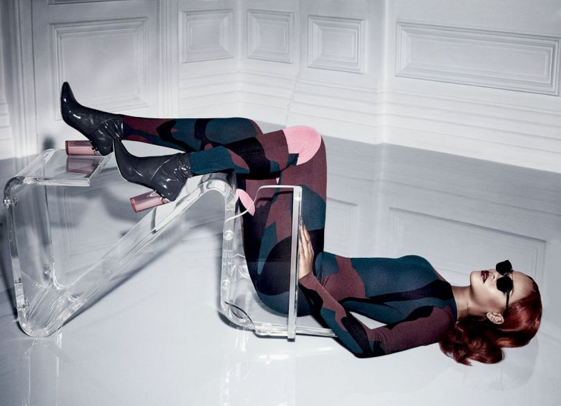 Rihanna Braless (12 Photos)