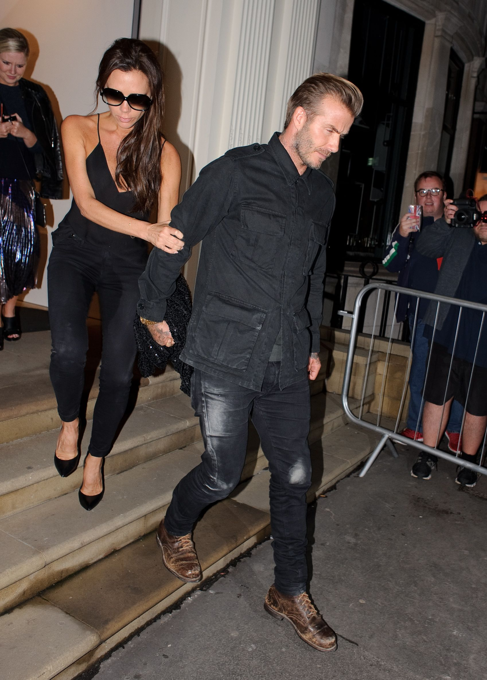 Victoria Beckham Wet Jeans (8 Photos)