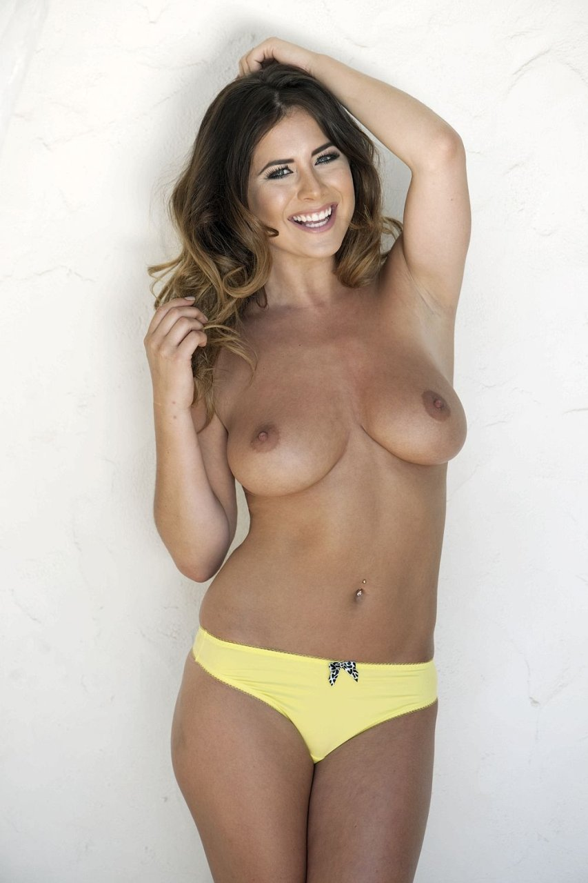 Kelly Hall Sexy & Topless (4 Photos)